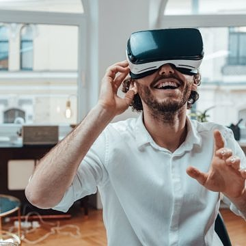 Immersive Learning: Virtual-Reality-Simulation vs. Rollenspiele
